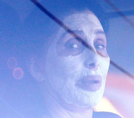 Ez a kép bizonyítja, hogy nem csak a plasztikai műtétek fiatalítják az egyre korosodó énekesnőt.