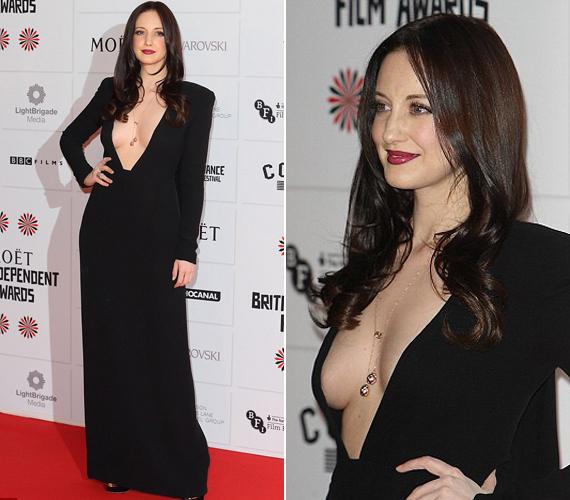 Andrea Riseborough színésznő néhány napja a londoni Független Film Díjátadón viselte ezt a meglehetősen szellős felsőjű darabot.