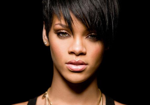 Chris Brown korábban súlyosan bántalmazta barátnőjét, Rihannát, aki 2009-ben fotót is posztolt összevert arcáról. Az énekesnő adott még egy esélyt az eset után a rappernek, ám végül szakítottak.