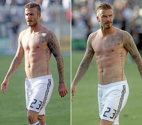 A 37 éves sztár lekapta a pólóját egy focimeccsen, és újra megmutatta a világnak dögös felsőtestét.