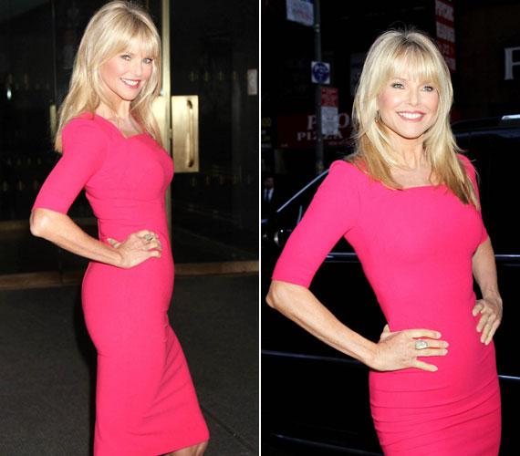 Április elején New Yorkban. A The Today Show felvételére érkezve ebben testhezálló pink ruhában pózolt a kamerák előtt.