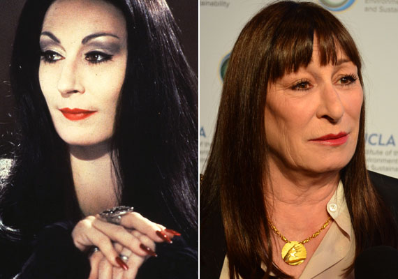 A 64 éves Anjelica Huston fiatalon rendkívüli szépség volt, már kamaszként is divatmagazinok oldalain szerepelt. Az Addams Familyben Morticiát, egy nagyon kifinomult, elegáns gót nőt játszott, ám az idő múlását nem bírta elviselni: a plasztikától szinte már mosolyogni sem tud.