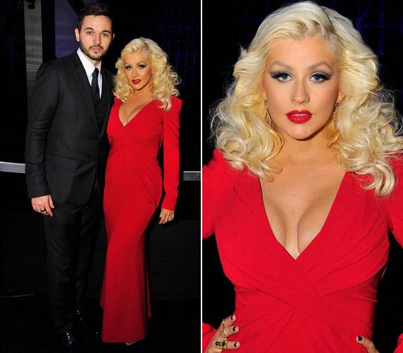 Lenyűgözően festett Christina Aguilera a vörös Rubin Singer-darabban. Az estélyre egyébként vőlegénye,Matthew Rutler kísérte el.