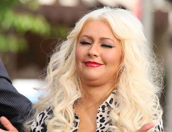 Íme, a bizonyíték: Christina Aguilera néhány napja így nézett ki Los Angeles-ben, amikor ő is tiszteletét tette a The Groove nevű helyen.