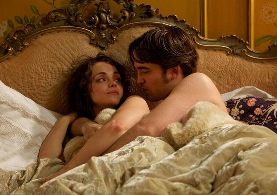 Christina Ricci Clotilde szerepében, Pattinsonnal közös, bérelt szerelmi fészkükben. A színésznő ezekben a jelenetekben egyáltalán nem viselt ruhát.
