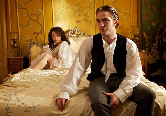 Ugyan az erotikus jelenetek egy részében Robert is meztelen volt, ő sokkal kevésbé érezte kényelmesen magát ebben a szituációban.