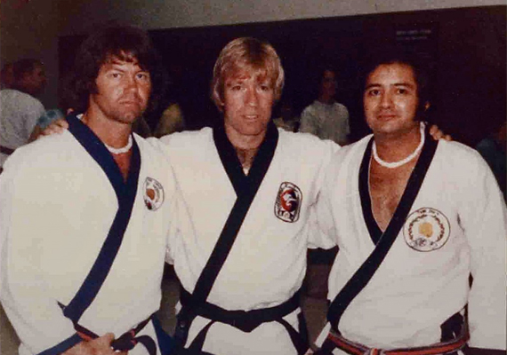 Chuck fiatal kora óta rajong a különböző harcművészetekért. Saját iskolát is nyitott, ahol chun kuk dót oktat, ami a dzsúdóban, a karatéban, valamint a brazil dzsiu dzsicuban használt mozdulatokat elegyíti.
