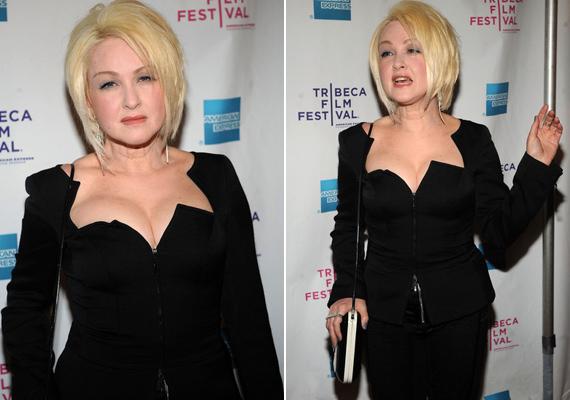 Néhány éve a Tribeca filmfesztiválon is felbukkant, az Itt is, ott is című film premierjén. Remekül festett szűk, fekete estélyi ruhájában.