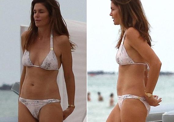 A közeli fotókon is jól látszik, hogy a modell teste újra a régi fényében tündököl, bármelyik huszonéves megirigyelhetné alakját.
