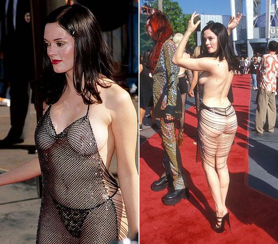 Talán az egyik legarcpirítóbb, ruhának sem nevezhető akármiben Rose McGowant láthatta a világ 1998-ban, a VMA gálán - mint a Bűbájos boszorkák sztárja később bevallotta, elsődleges célja a polgárpukkasztás volt. Azt is elmondta, később egy kényelmesebb ruhát vett fel, mert a láncok nyomot hagytak volna a fenekén ülés közben.