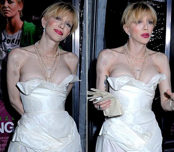 A fehér Vivienne Westwood ruhában az énekesnő úgy nézett ki, akár egy feslett menyasszony.