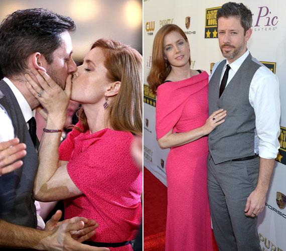 A pink Roland Mouret kreációba öltözött Amy Adams, az Amerikai botrány sztárja nem leplezte, hogy mennyire szerelmes színész kollégájába, Darren Le Gallóba.
