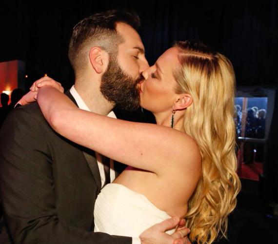 Katherine Heigl és férje, Josh Kelley alig bírták egymást elengedni, amikor csak tehették, csókban forrtak össze.