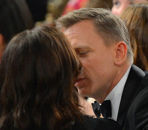 Rachel Weisz és férje, Daniel Craig nem az a nyilvánosan csókolózó típus, de azért néha ők sem tudnak ellenállni a vágyaiknak - mint történt az a BAFTA rendezvényén Los Angelesben.