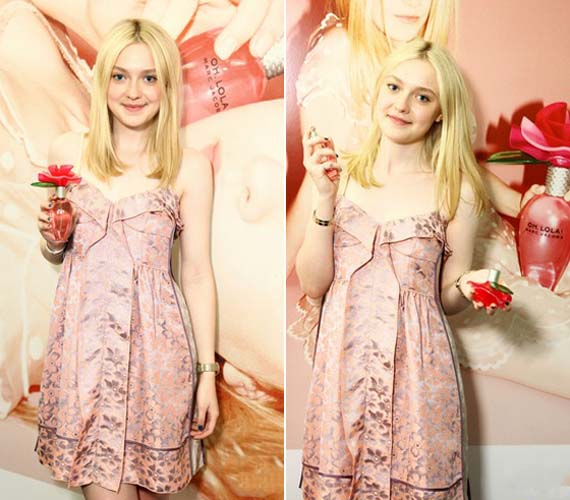 A divattervező, Marc Jacobs nemrég legújabb parfümje, az Oh, Lola! reklámarcának választotta a fiatal színésznőt.