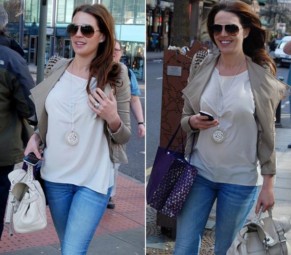 Ezek a képek még terhessége elején készültek, a modellnek csupán a hasa lett nagyobb, most is ugyanilyen vékony és csinos.