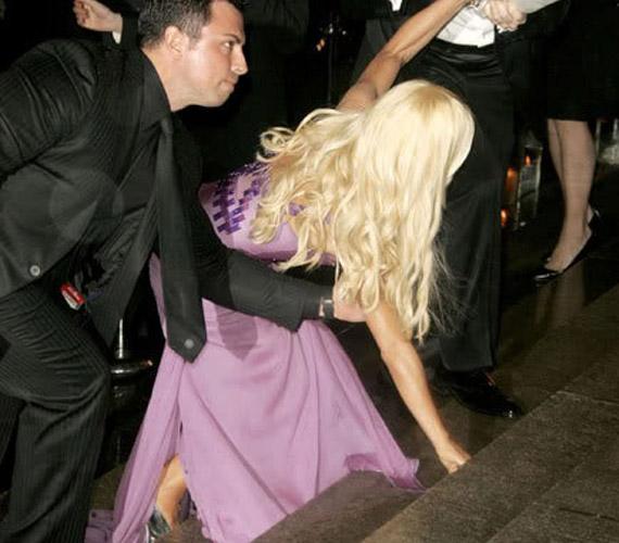 Donatella Versace is segítségre szorult Elton John születésnapi buliján. Lehet, hogy nem is ő volt az egyetlen.