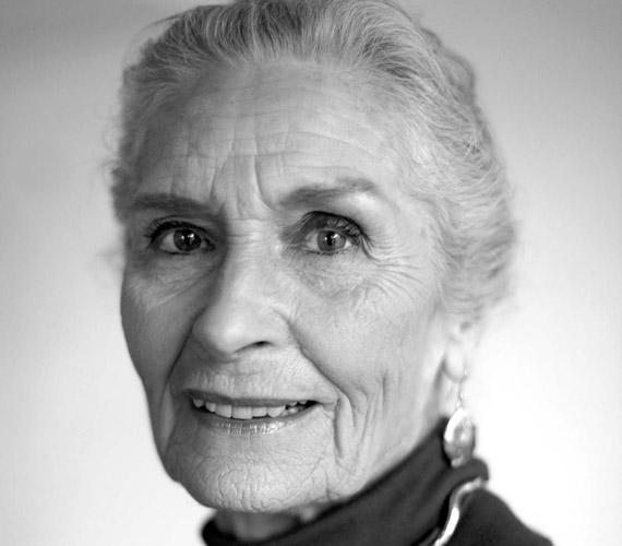 Fekete-fehér portréját a sztárok és a leghíresebb fotósok is imádják.