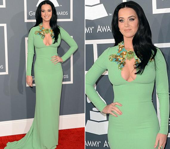 Katy Perry almazöld ruhája is magára vonta a tekinteteket, jobban mondva bődületes dekoltázsa. Az énekesnő elmondta, Priscilla Presley hatvanas évekbeli megjelenése ihlette meg.