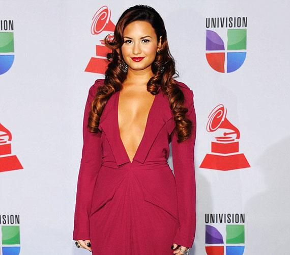Selena Gomez, Miley Cyrus és Vanessa Hudgens mellett Demi Lovato a tengerentúliak egyik kedvenc tinisztárja.