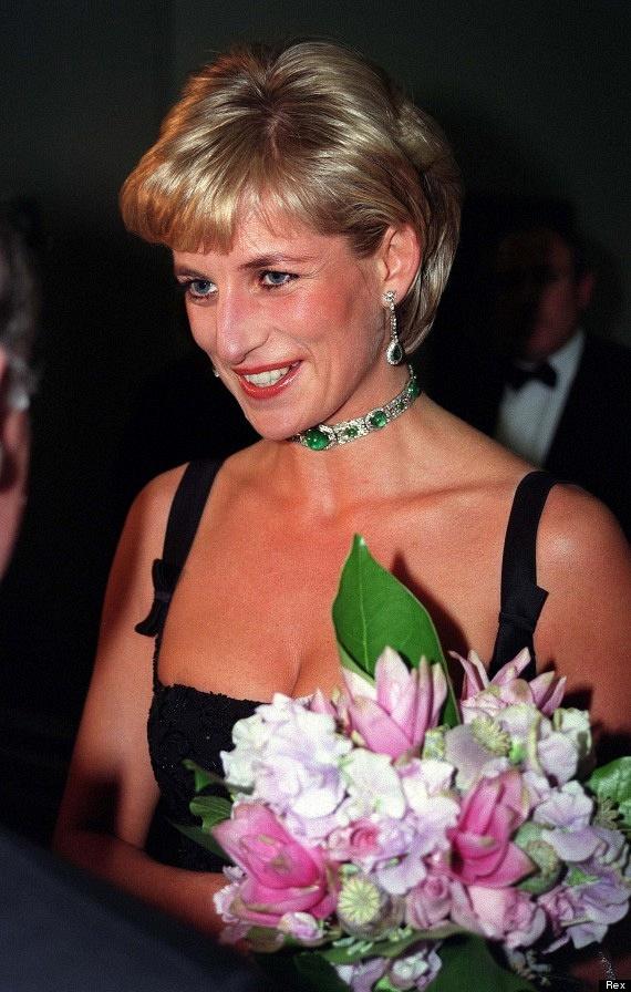Ez a kép Diana hercegnő utolsó születésnapján készült. Rajongók ezrei várták ajándékokkal: a rengeteg plüssállatot, amit kapott, egy gyerekkórháznak adományozta.