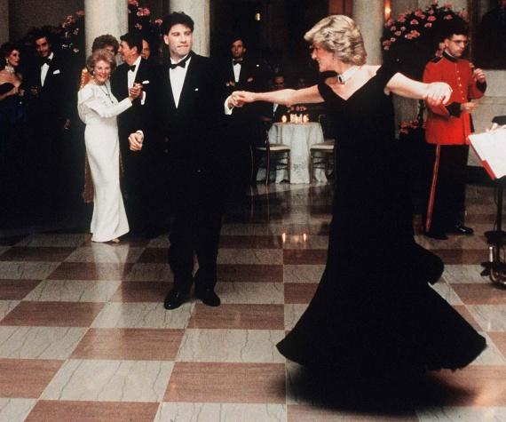 A Fehér Házban találkozott 1985-ben John Travoltával, akiért akkoriban megőrültek a nők. A színész még Dianát is felkérte egy táncra: hatalmasat roptak az elnöki rezidencián.
