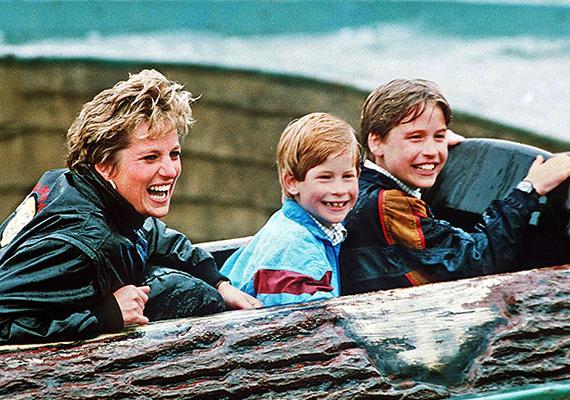 Diana igazi vagány anyuka volt. A kép tanúsága szerint fiaival a Thorpe Parkban járt, amely Nagy-Britannia legmenőbb vidámparkja volt akkoriban. Az 1993-as felvételen a Splash Mountain nevű csúszdán szórakoznak.