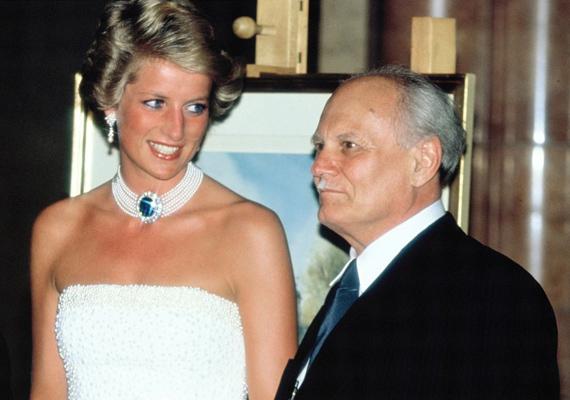 A hercegnő végig mosolygott a látogatása alatt, elbűvölte a Parlament szépsége és Göncz Árpád kedvessége.