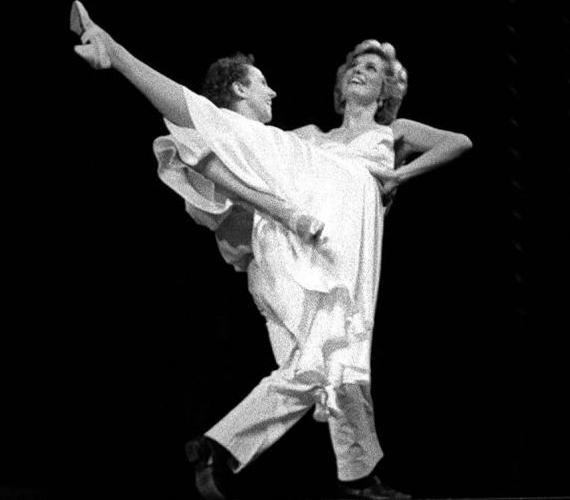 Diana nagyon szeretett táncolni, ám az udvari protokoll miatt nem hódolhatott sokszor szenvedélyének.