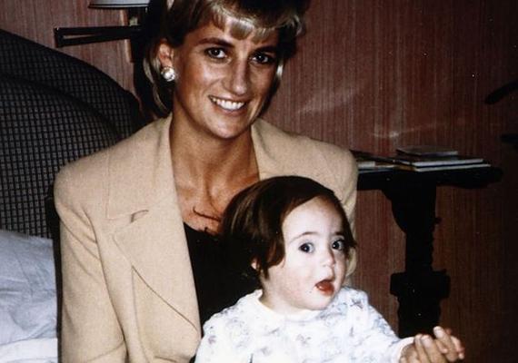 """Domenica édesanyja, Rosa 1992-ben ismerte meg Diana hercegnőt, és rögtön barátnők lettek, nyaralni is együtt jártak. Domenica két évvel a hercegnő halála előtt született.- Nem kértem, hogy legyen a keresztanyja. Egyik nap átjött, és azt mondta: """"Akarom ezt a kicsit."""" Eljárt velem a klinikára is, amikor kiderült, hogy a baba beteg. Fantasztikus nő volt - nyilatkozta Rosa."""
