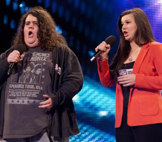 A 19 éves Jonathan Antoine és a 18 éves Charlotte Jaconelli nyerte 2012-ben a brit tehetségkutatót. A félénk, duci fiúnak hihetetlen hangja van, a selejtezős számukat itt meghallgathatod.