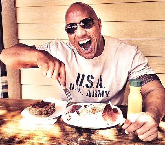 Dwayne The Rock Johnson képét 450 ezren lájkolták, és több mint 8500 hozzászólás érkezett.