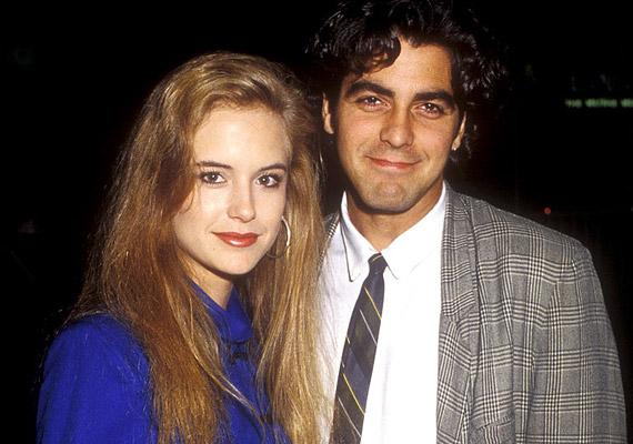 George Clooney még fülbevalót és sűrű loknikat viselt, amikor a '80-as években Kelly Prestonnal alkotott egy párt. A szép szőke színésznő azóta már John Travolta felesége, ám a neki ajándékozott Max nevű malacka még sokáig emlékeztette Clooney-t hét évig tartó kapcsolatukra.