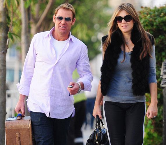 2010 decembere óta Shane Warne ausztrál krikettjátékos a párja, aki 2011 szeptemberében jegyezte el.