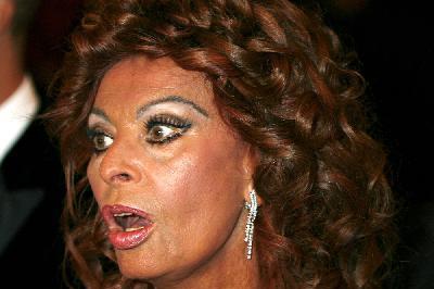 Sophia Loren mostanában tömény sminkkel