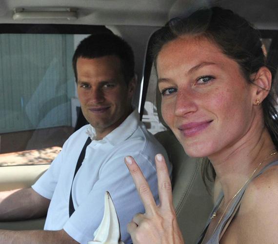 Gisele Bündchen és Tom Brady. Egy hónap készülődés az eljegyzéstől az esküvőig éppen elég volt a 34 éves szupermodellnek és a nála három évvel idősebb amerikaifocistának - 2009 februárjában egy kaliforniai templomban házasodtak össze, néhány közeli barát részvételével. Azóta két gyermekük született.