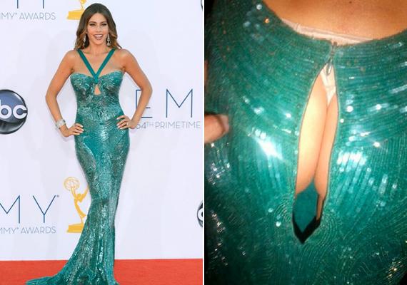 Sofia Vergara feneke pattintotta szét a ruháját az Emmy díjátadó gálán. Ő persze nem szégyenlősködött, Instagram-oldalán meg is osztotta rajongóival a fotót.