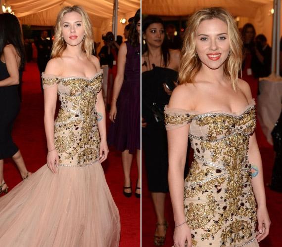 Scarlett Johansson uszályos ruhája nem takargatta bájait a Met-gálán.