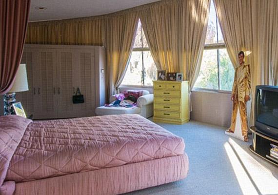 Ez volt az énekes hálószobája.
