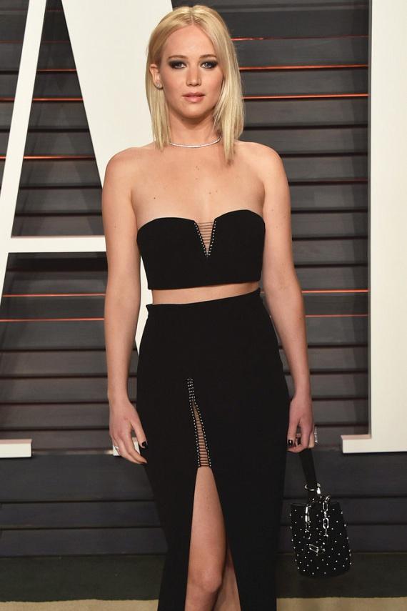 Az Éhezők viadala sztárja, Jennifer Lawrence is bevallotta, hogy kezdő színésznőként az egyik filmje forgatásán megfenyegette a rendező, hogy ha nem szabadul meg néhány kilótól, megválik tőle, mert túl hurkás a szerephez. Oscar-díjasként már biztosan kevésbé zavarná őt a - nem létező - súlyfeleslege.
