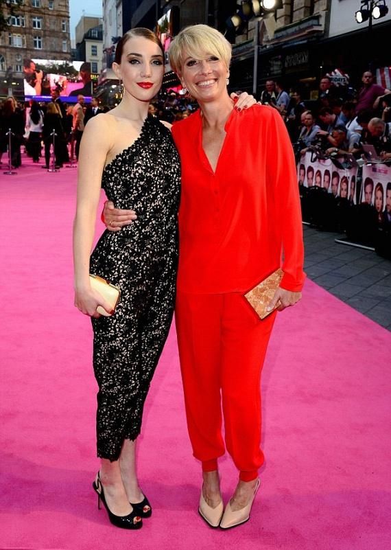 Látszik, hogy nagy az összhang édesanya és lánya között, az egész filmet végigkuncogták, mint két igazi legjobb barátnő.