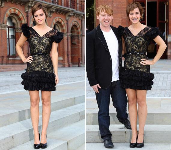 Emma a spanyol Rafael Lopez szexis csipkecsodáját viselte, a miniruha kihangsúlyozta karcsú alakját és Chanel körömcipőbe bújtatott hosszú lábait.
