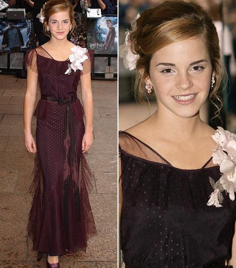 Sportos helyett nőies                         2004 májusában Emma Watson már 13 éves volt, ennek megfelelően a Harry Potter és az azkabani fogoly brit premierjén a tinisztár megmutatta glamúros oldalát: földig érő szilvaszínű estélyijéhez tökéletesen illett a vállára tűzött virág, a haját pedig csinos kontyba tűzte.                         Kapcsolódó cikk:                         Kieresztette a gőzt! A szolid Emma Watson ezüst koktélruhában partizott »