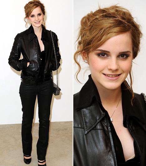 Feketében is szexisen                         2007 decemberében talpig feketében jelent meg a Chanel Paris Londres Collection Show-ja alkalmából Londonban: a 17 éves színésznőnek remekül állt a szűk fekete nadrág, melyhez fekete bőrdzsekit és fekete magassarkút húzott. A vállán pedig stílszerűen ott fityegett egy csinos Chanel kistáska.