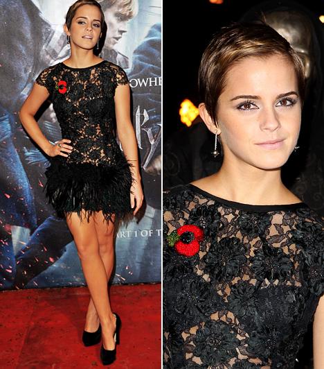 Átlátszóban hódít  Emma Watson nagy barátja az átlátszó anyagoknak, 2010-ben a csipkével kötött szoros barátságot. A Harry Potter és a Halál ereklyéi londoni premierjére egy fekete csipkecsodát választott, melynek nőiessége remekül ellensúlyozta fiúsra vágott haját.  Kapcsolódó cikk: Melltartót sem vett átlátszó csipkeruhája alá Emma Watson »