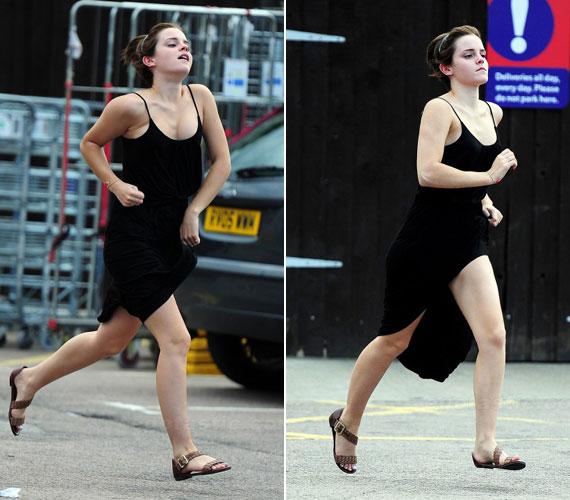 A szél jócskán kibabrált Emma Watsonnal, bár erről erős lépéshasítékkal rendelkező fekete ruhája is tehetett.