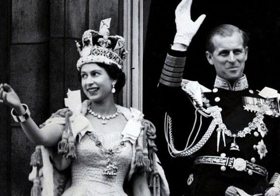 Habár II. Erzsébet 1952. február 6-án lépett trónra, a koronázási ceremóniát egy évvel később, 1953. június 2-án tartották meg. Férje, Fülöp herceg azzal poénkodott a királynőnek, hogy a szertartás alatt libazsírral kenik majd fel, ahogy azt korábban ilyenkor tették. Erzsébet megkönnyebbült, amikor látta, hogy a zsír helyett illatos olajat használ az érsek.