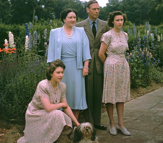 VI. György király és felesége, valamint két lányuk, Erzsébet és Margit 1946. július 8-án.