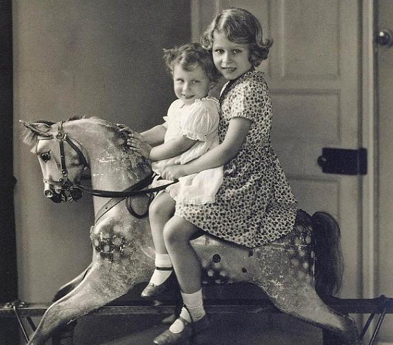 1932-ben a kétéves Margit hercegnővel játszottak.