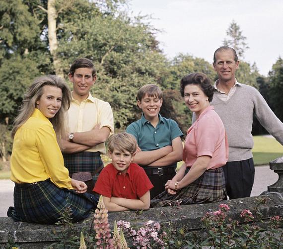 25. házassági évfordulójukra készült ez a családi fotó, amikor a skót felföldön nyaraltak.